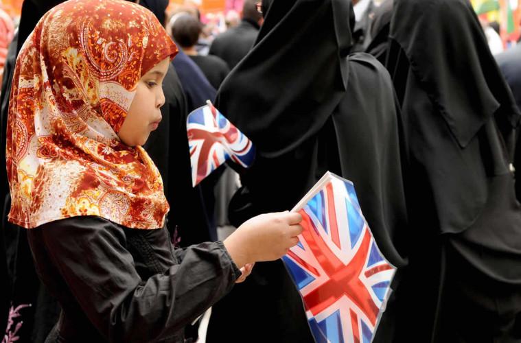 6 Gründe, die England nutzt, um Kinder als radikal einzustufen